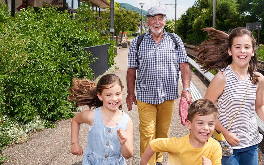Gewinnen Sie einen von fünf Gutscheinen für SBB-RailAway-Familienausflüge im Wert von je 200 Franken.